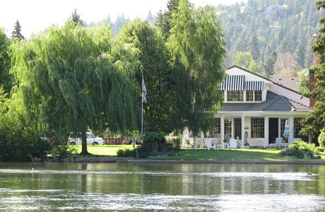 riverfront-home-in-bend
