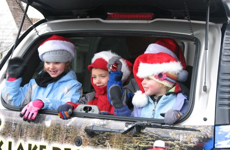 cute kids in bend oregon christmas parade