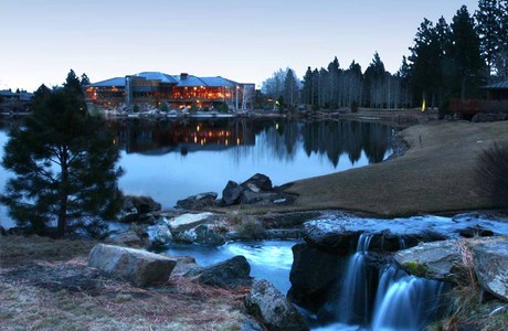 lake and clubhouse at broken top in bend oregon