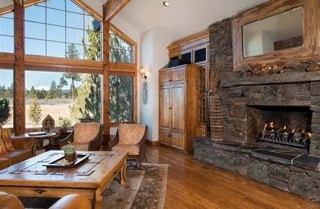Vistas to Broken Top and Mt. Bachelor from this wonderful home in Bend Oregon