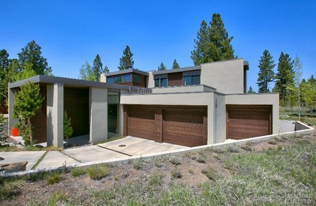 Modern architecture in Shevlin Commons in Bend