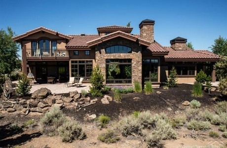 Cascade views, golf frontage, and privacy at Pronghorn
