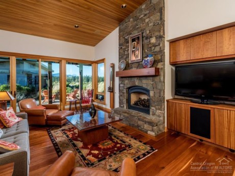 Cherry floors and cabinets in sshevlin Park in Bend